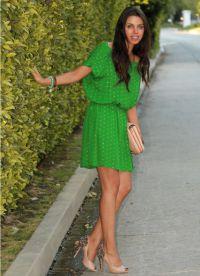 Шта носити са зеленом хаљином 1