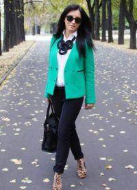 Какво да носите със зелено яке 5