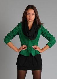 Какво да носите със зелено яке7