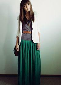 Шта носити са зеленом сукњом 1