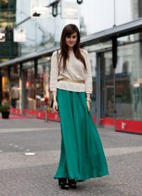 Шта носити са зеленом сукњом 3