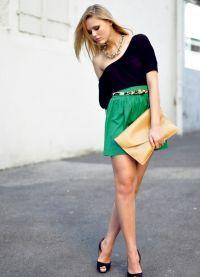 Шта носити са зеленом сукњом 4