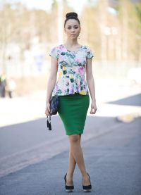 Шта носити са зеленом сукњом 5