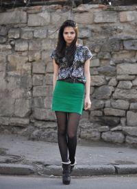 Шта носити са зеленом сукњом 6