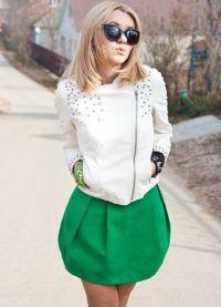 Шта носити са зеленом сукњом 8