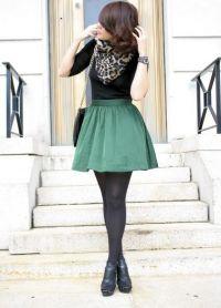 Шта носити са зеленом сукњом 9