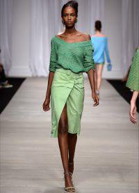 Какво да носите със зелен пуловер3