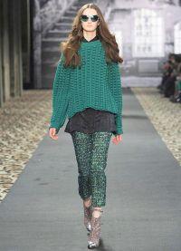 Какво да носите със зелен пуловер5
