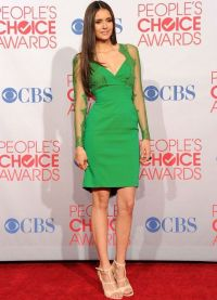 co se oblékat smaragdovými šaty 5