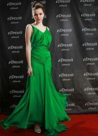 co se oblékat smaragdovými šaty 8