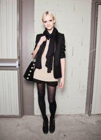 Шта носити с црним чарапама 3