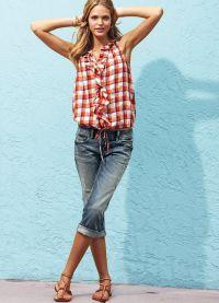 Какво мога да нося с капри джинси 7