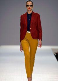Co nosit s hořčicími kalhotami 3