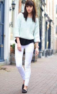 Co ubrać w białe spodnie