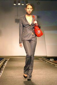 Biznesowy garnitur damski 1