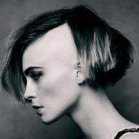 modna fryzura z ogolonymi świątyniami dla kobiet 4