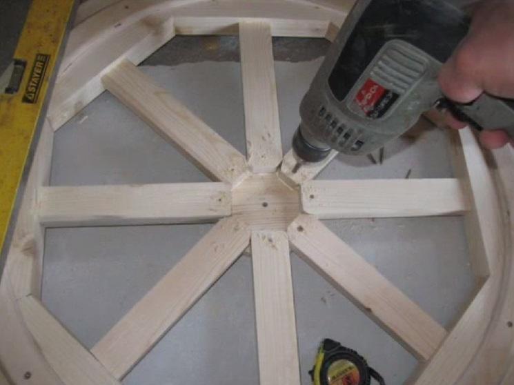 Żyrandol wykonany z drewna własnymi rękami 22