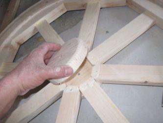Drewniany żyrandol 25