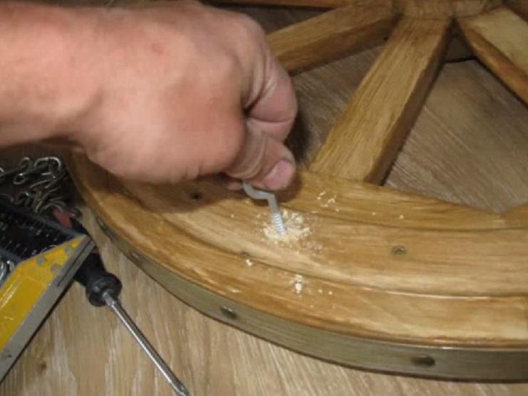 Drewniany żyrandol zrób to sam 30