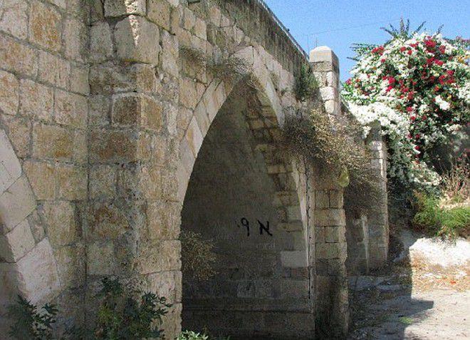 Старый мост, построенный мамлюками - исторический памятник Явне