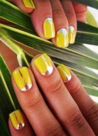 žuta manikura 2015