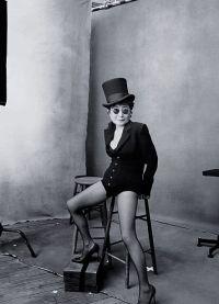 У вдовы Джона Леннона Йоко Оно стройные ножки
