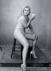 Комедийная актриса Эми Шумер не стесняясь показала три складки на своем животе