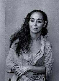 Иранская фотохудожница и кинорежиссёр Ширин Нешат