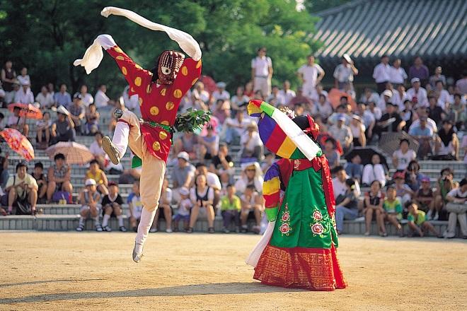 Представление в Корейской народной деревне