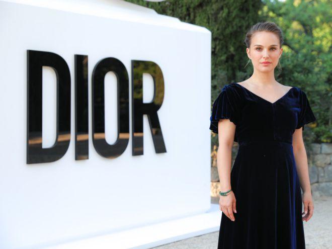 Портман на вечеринке модного Дома Dior