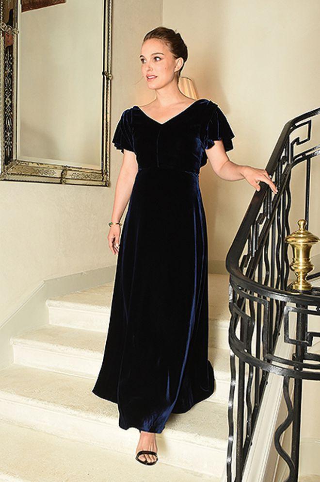 Натали в синем бархатном платье