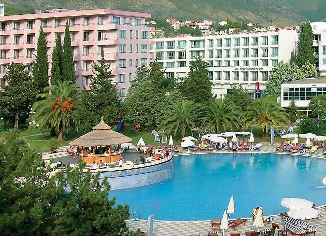 На территории одного из отелей города