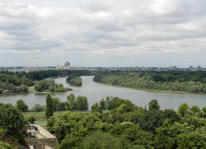 Река Сава, на берегу которой расположен город